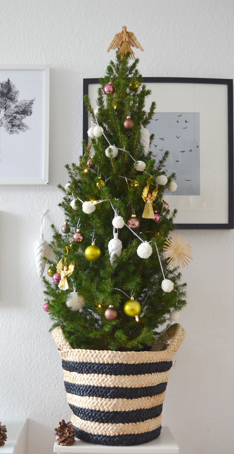 weihnachtsbaum schmuck pompom girlande. Black Bedroom Furniture Sets. Home Design Ideas